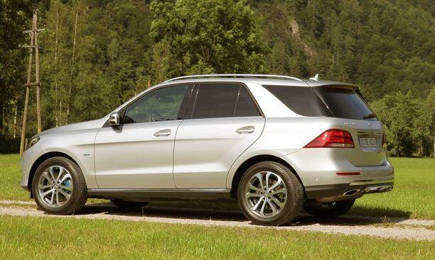 Hybridin vetomassa on 2,0 tonnia, muiden mallien 3,0–3,5 tn.