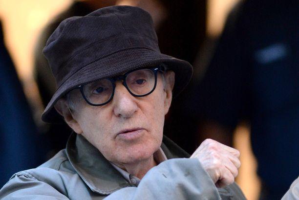 Woody Allen on naimisissa Mia Farrow'n adoptiotyttären Soon Yi Allenin kanssa.
