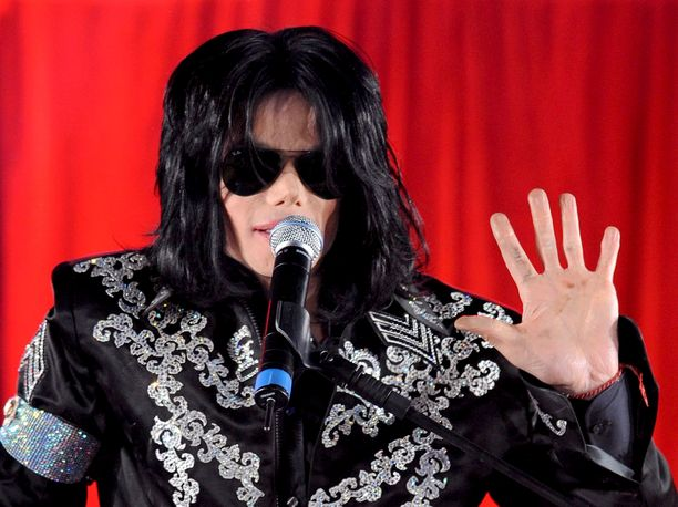 Michael Jackson esiintyi median edessä toukokuun alussa 2009, jolloin hän julkisti ison konserttien sarjan Lontoon O2-areenalla. Kuva on otettu paria kuukautta ennen tähden kuolemaa.