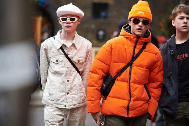 Lyhyt ja värikäs toppatakki on yksi tämän talven trendikkäimmistä vaatteista.
