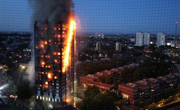 Asukkaat kertovat, etrtä palohälyttimet eivät toimineet.