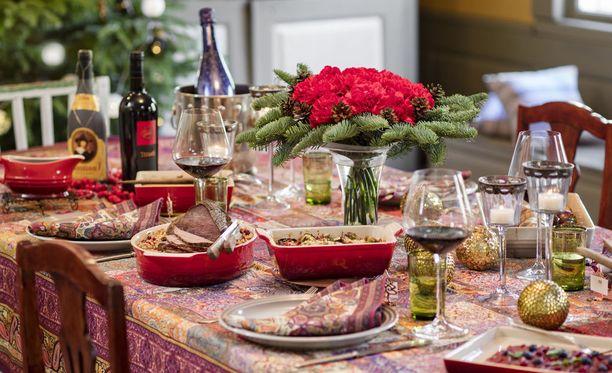 Joulupöydän antimista voi nauttia ilman ähkyäkin.