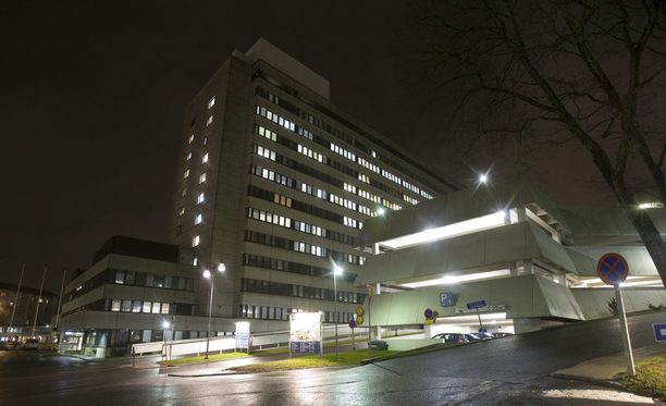 Syytetty tunkeutui keskussairaalaan illalla sairaalan ovien jo sulkeuduttua. Kuvassa Tyksin päärakennus.
