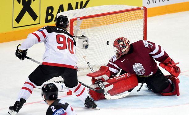Jason Spezza yllätti Latvian kahdesti.