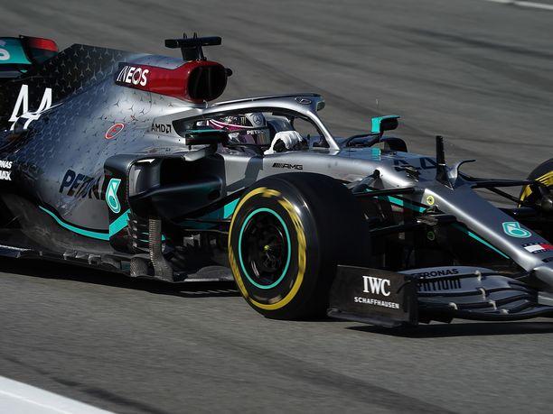 Lewis Hamilton esitteli talvitesteissä uuden DAS-ohjausjärjestelmän.