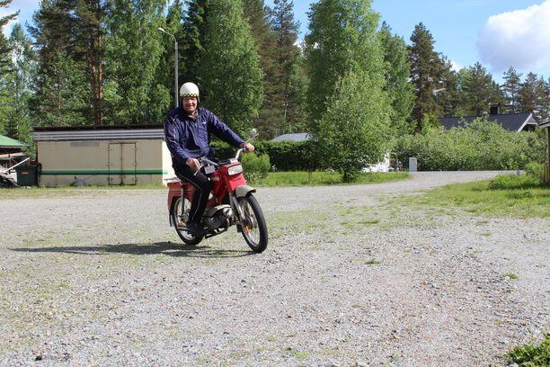Taunon apumies Markku ulkoiluttaa Pappa-Tuntureita.