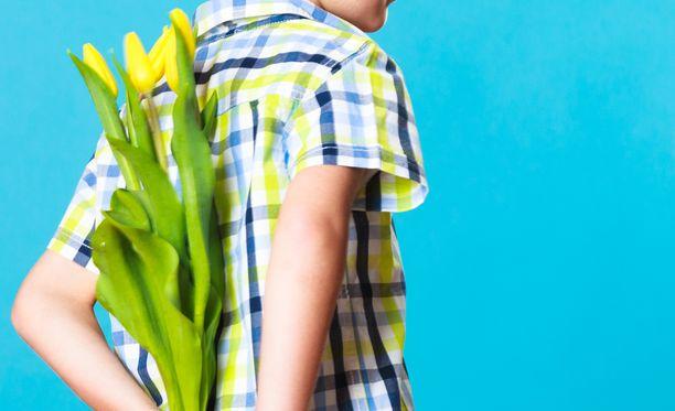 Esimerkiksi kukka voi olla Vantaan perusopetuksen johtajan mukaan sopiva lahja opettajalle.