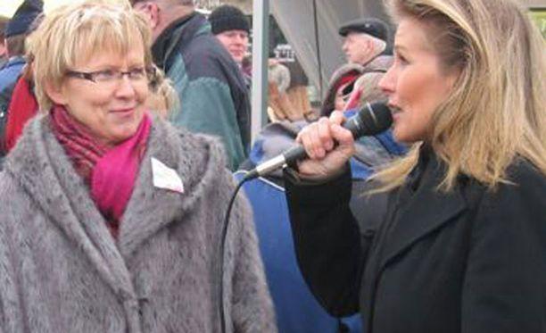 Varpu-Leena Malmgren kampanjoi Tanja Karpelan kanssa vuonna 2007.
