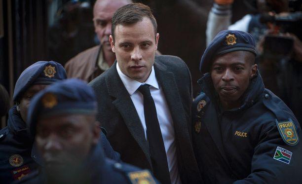 Oscar Pistorius joutuu takaisin telkien taa.