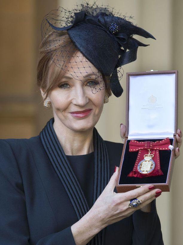 Kirjailija J. K. Rowling tunnetaan myös hyväntekeväisyystyöstä.