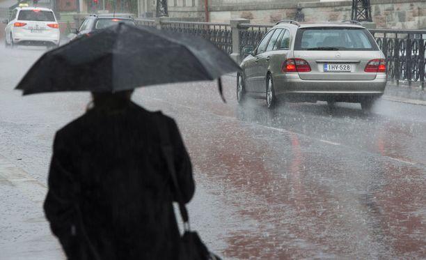 Sunnuntaina on odotettavissa runsasta sadetta etenkin maan eteläosissa.