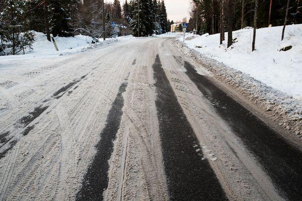 Voimakas lauhtuminen liukastuttaa tiet keskiviikkona. Sen jälkeen on luvassa sateita kaikissa mahdollisissa olomuodoissa.
