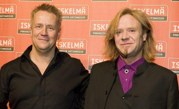 Jussi Hakulinen kokoaa Yön vanhoista jäsenistä bändikokonaisuutta, jolla tehdään kaksi muistokeikkaa Olli Lindholmin muistolla.