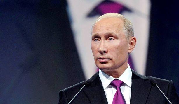 Venäjän pääministeri Vladimir Putin uusi ilmeensä ja ilmoittautui viikonloppuna maan presidenttikilpailuun.