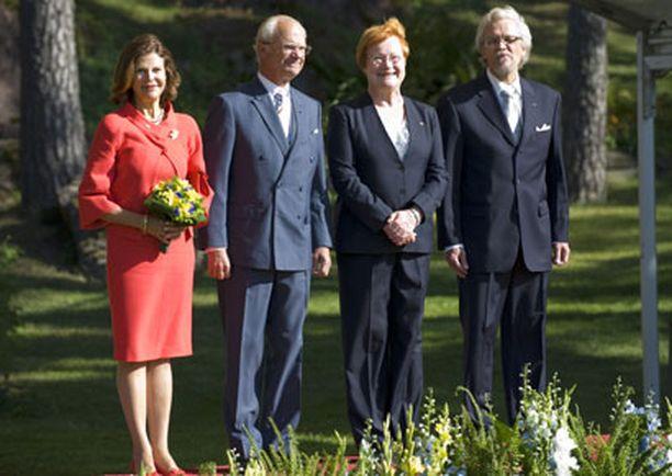 Kuningas - ja presidenttipari viihtyivät ilmiselvästi toistensa seurassa.