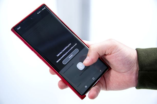 Whatsappin avaamiseksi voi vaatia sormenjäljen näyttämisen.