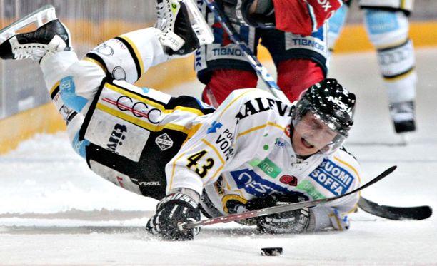 Antti Aarnio on pelannut yhdeksän kautta Kärppien riveissä.