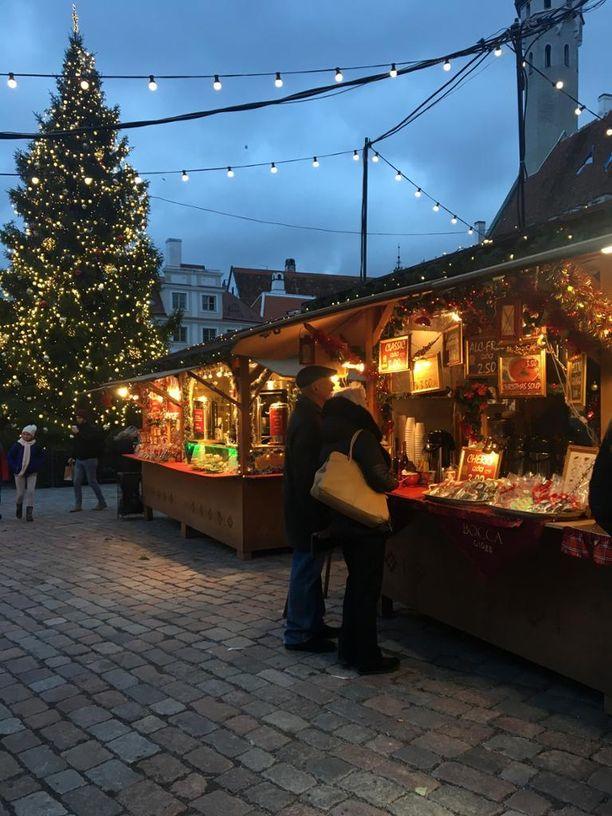 Tallinnan joulumarkkinoille on viritetty koristeeksi ja valaisua varten yli 40000 led-lamppua.