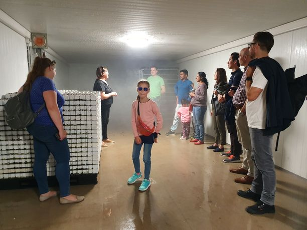 Talent Call turku -kilpailun voittajat vierailivat Deli Verden kasvihuoneilla, joissa he pääsivät tutustumaan idätyskammioon. Myös perheiden lapset osallistuivat kierrokselle. Latvialainen 8-vuotias Betija oli ryhmän vanhin lapsi.
