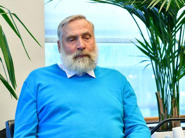 Juha Mieto kertoo olevansa surullinen esikuvansa poismenosta.