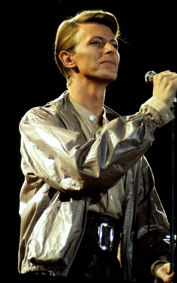 David Bowie salasi sairastavansa syöpää.