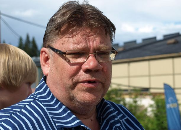 Timo Soini jännittää oman hevosensa puolesta.