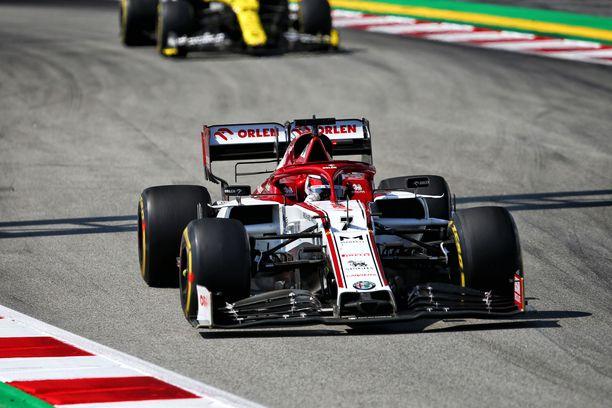 Kimi Räikkönen ei tykännyt Romain Grosjeanin tempusta.