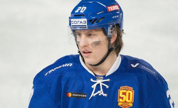 Eeli Tolvanen laukoi nuorten MM-turnauksessa 30 kertaa, mutta maaleja syntyi vain yksi (5, 1+5=6).