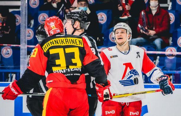 Jokerien Markus Hännikäinen (33) ei onnistunut pudotuspeleissä maalinteossa kertaakaan, Lokomotivin Teemu Pulkkinen iski neljä kertaa kiekon Jokerien verkkoon.