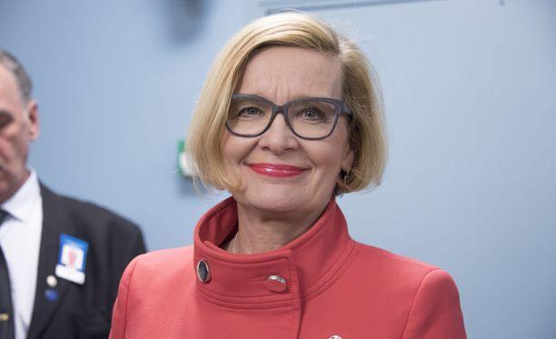 Ministeri Paula Risikko on vahvoilla eduskunnan uudeksi puhemieheksi.