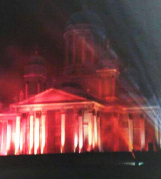 Valoteoksessa vaihtelevat muun muassa punertavat värisävyt.