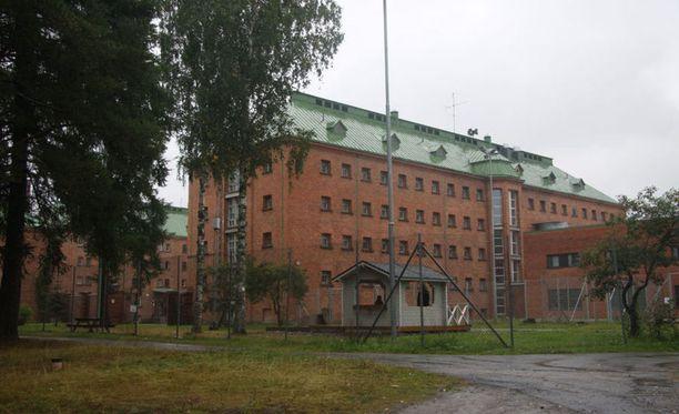 Joutsenon vastaanottokeskus sijaitsee entisessä Konnunsuon vankilarakennuksessa.