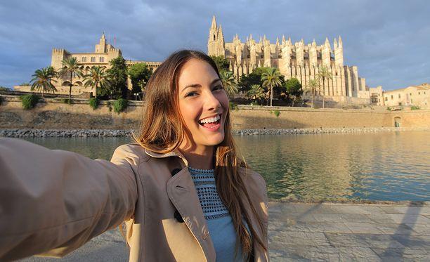 Päätyykö lomakuviisi Palman katedraali, vai napsitko ne mieluummin Prahan Kaarlensillalla?