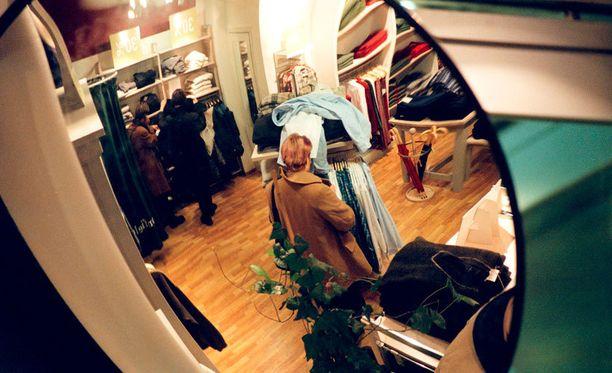 Varkaat ovat iskeneet pieniin liikkeisiin Helsingin keskustassa.