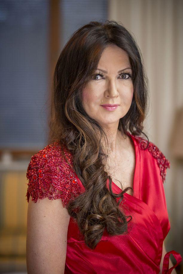 Elina Kanerva sai aiemman syöpädiagnoosinsa vuonna 2015.