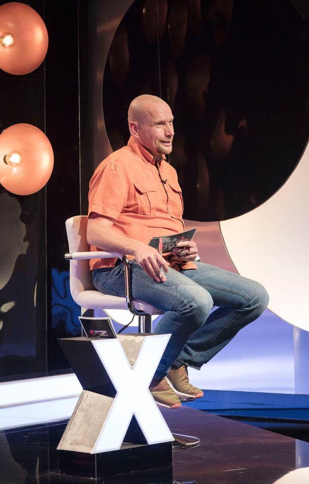Herra X Esa kuvailee itseään Bruce Willisin näköiseksi.