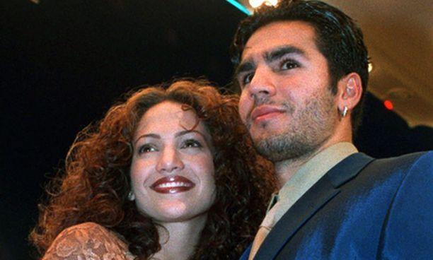 Jennifer Lopez ja Ojani Noa kuvattiin yhdessä Los Angelesissa vuonna 1997.