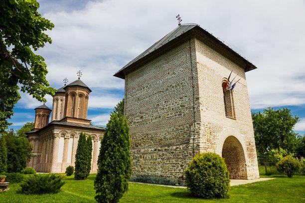 Vlad Țepeș on perimätiedon mukaan haudattu Snagovin luostariin.