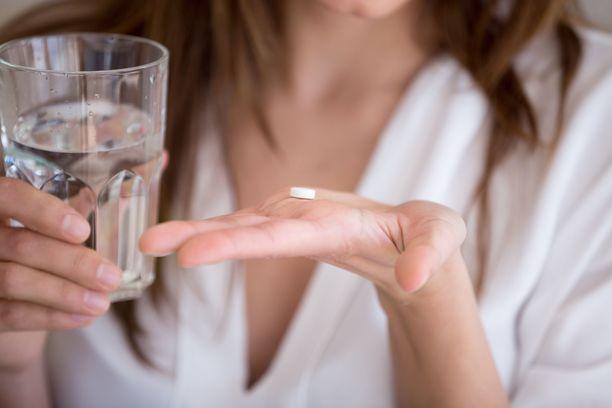 Antibioottien käyttöä on pyritty vähentämään, sillä antibioottiresistenssi heikentää antibioottien tehoa, jolloin tavallistenkin infektioiden hoito voi vaikeutua.