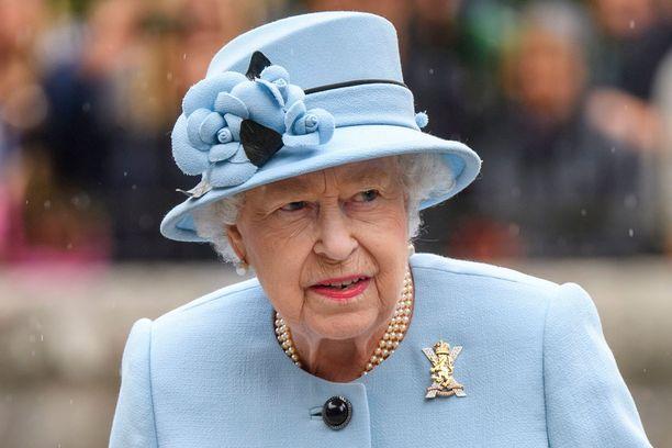 Kuningatar Elisabet on tähän asti pitänyt tarkasti säännöstä kiinni.