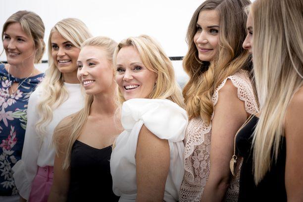 Karoliina muistetaan Miss Suomen toisena perintöprinsessana vuodelta 2006.