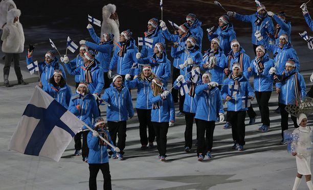 Sotshissa 2014 Suomen asu oli maltillinen sinimusta.