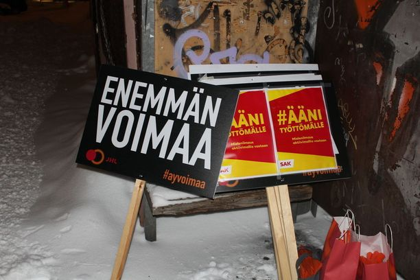 Useita tuhansia ihmisiä osallistuu tänään Helsingissä SAK:n mielenosoitukseen.