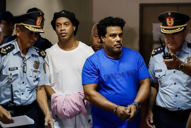 Ronaldinho pidätettiin perjantaina Asunciossa.