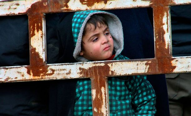 Osa Syyrian hallinnon takaisinvaltaaman Aleppon siviileistä on evakuoitu, mutta tuhannet siviilit odottavat vielä vuoroaan.