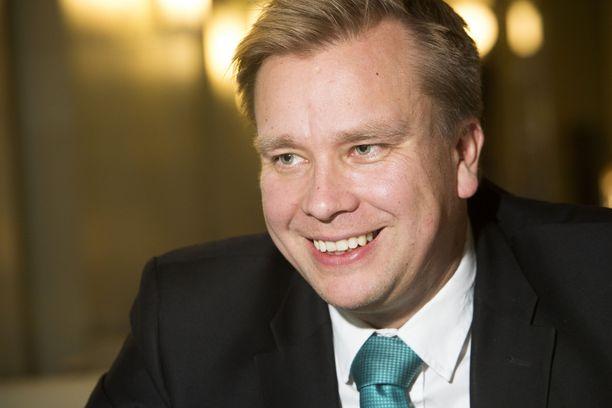 Antti Kaikkonen paljasti seurustelunsa Facebookissa.