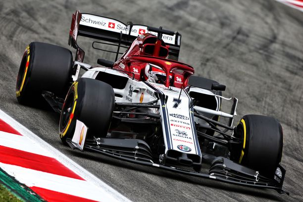 Kimi Räikkönen starttaa sunnuntaiseen Espanjan osakilpailuun 14. ruudusta.