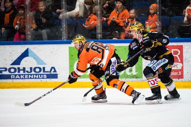 Kultakypärät Teemu Turunen (HPK) ja Ville Leskinen (Kärpät) ovat joukkueidensa avainpelaajia.