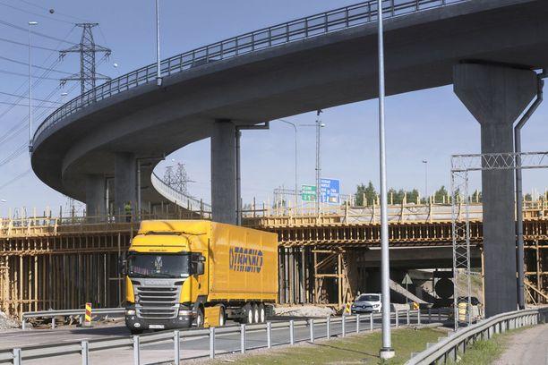 Turma tapahtui Keimolanportin kohdalla Vantaalla. Arkistokuva Kehä III:n rakennustyömaalta.