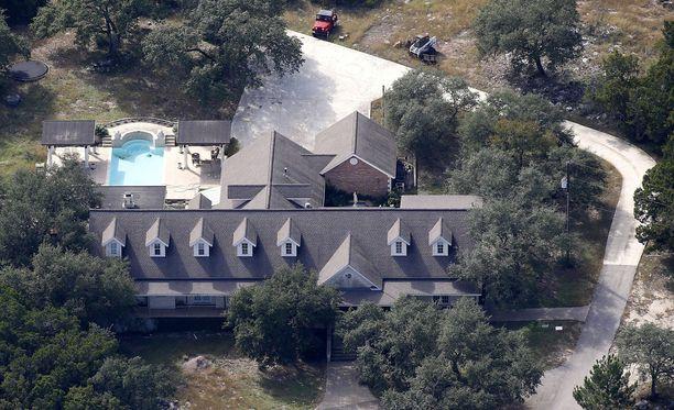 Tässä talossa 26 ihmistä ampunut Devin Kelley asui.